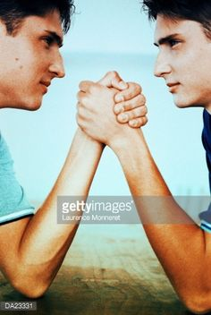 DA23331-twin-teenage-boys-arm-wrestling-profile-gettyimages.jpg 339×506 pixels