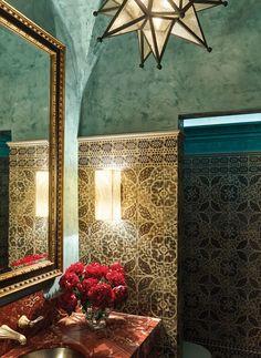 A vintage grandeur in a Palm Beach bathroom.