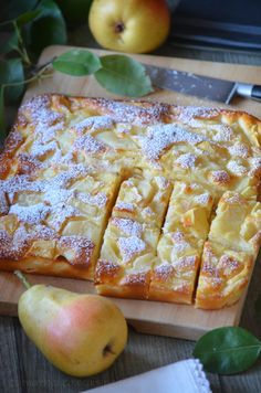 The autumn fruits are there . Between the softness and the invisible cake I offer you this sweet treat with pears. I had spotted that of Violette fr Fruit Recipes, Cake Recipes, Dessert Recipes, Cooking Recipes, Weight Watcher Desserts, Keks Dessert, Pie Dessert, French Bread French Toast, Fruit Tart