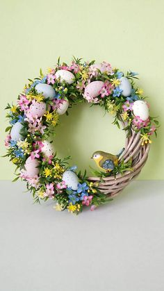 Farebna a svieza velkonocna dekoracia! Pruteny veniec zdobeny vajickami, drobnymi kvetinkami a nezabudkami, rozlicnou zelenou a malym vtacikom.... Floral Wreath, Easter, Wreaths, Architecture, Home Decor, Homemade Home Decor, Door Wreaths, Deco Mesh Wreaths, Garlands