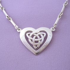 Celtic Heart Pendant Necklace: Celtic Jewelry.(Love the chain in this necklace, a lot)