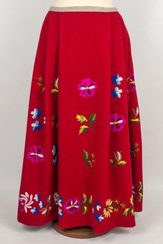 Folk Costume, Costumes, Color Shapes, Folk Art, Colours, Embroidery, Crocheting, Skirts, Crafts
