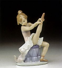 LLADRO - TUESDAY'S CHILD  Issue Year:   1993    Retirement Year:   1998    Sculptor:   Juan Huerta