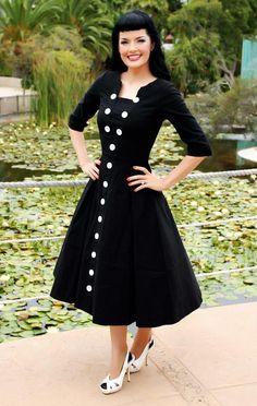Buttons!!! 3/4 sleeve, full skirt! Beautiful dress!!