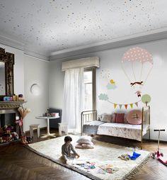 mural niña con paracaídas