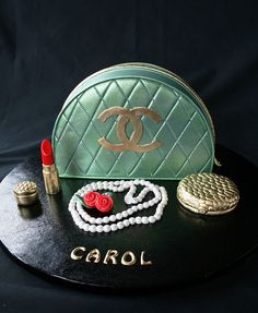 Chanel Cake with edible assessories Chanel Cake, Chanel Party, Coco Chanel, Chanel Cupcakes, Chanel Wedding, Fancy Cakes, Cute Cakes, Crazy Cakes, Awesome Cakes