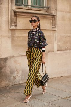 The Street Style Crowd Wore Plenty of Polka Dots at Paris Couture Week - Fashionista Street Style Trends, Street Chic, Street Styles, African Street Style, Spring Street Style, Style Summer, Spring Summer, Look Fashion, Street Style