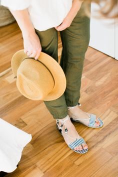 Our linen khaki chinos, the lottie linen tassel pants have the perfect, relaxed and easy-to-wear fit for a weekend at home or weekend away. @HitherandThither wears hers with a navy and ivory stripe sienna sandal.