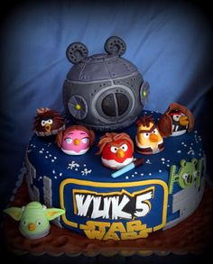 Angry birds star wars cake i need someone that can make this for abbai's birthday in NOV but i want the leia bird the biggest one on it.