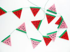 DIY Create a beautiful Hama bead bunting of watermelons. Diy Perler Beads, Perler Bead Art, Pearler Beads, Hama Perler, Diy Garland, Beaded Garland, Diy Arts And Crafts, Bead Crafts, Diy Party Banner