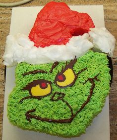 Grinch Cupcake Cake. This is the first cupcake cake I have ever liked. This actually works!!