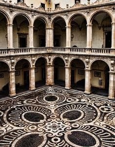 settingconsidered:  The internal courtyard of the old building of Catania University, Catania, Sicily