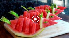 Learn How to quickly Cutting Watermelon into Birds - Food Carving Ideas Fruits Decoration, Watermelon Baby, Food Sculpture, Sculpture Ideas, Fruit And Vegetable Carving, Food Carving, Watermelon Carving, Fruit Slice, Food Garnishes