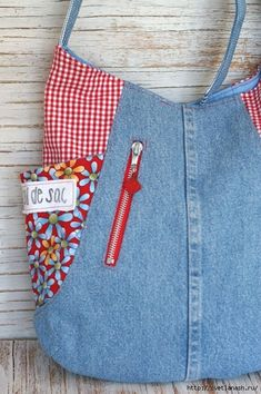 Если джинсы с вышивкой- может получится шедевр Рюкзачок тоже неплохо смотрится