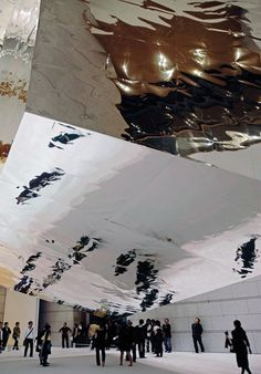Junya Ishigami - 'Balloon' visuel au sol, reflet sur le miroir, plafond