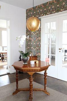 Golden metal globe pendant Sikri over a table Globe Pendant, A Table, Entryway Tables, Elegant, Lighting, Kitchen, Inspiration, Furniture, Metal