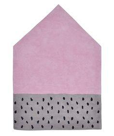 Tapis chambre d'enfant, forme maison rose, gris et noir