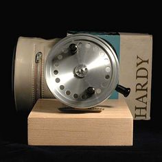 Hardy silex superba center pin reel cool fishing gear for Cool fishing gadgets