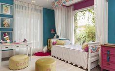 A cama com dossel dá toque romântico ao quarto assinado por Márcia Paixão e Rosangela Pacheco. O ambiente não é infantil, mas ainda remete ao mundo das princesas. Foto: Divulgação