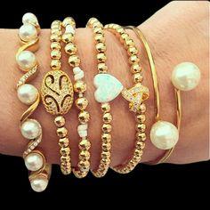 Set By Vila Veloni Gold And Pearls Bracelets