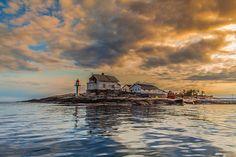 Stangholmen lighthouse by Torehegg, via Flickr