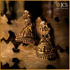 Your ethnic look is incomplete without these hanging beauties from JCS Jewel Creations. Gold Jhumka Earrings, Indian Jewelry Earrings, Gold Earrings Designs, Indian Wedding Jewelry, Bridal Jewelry, Antique Earrings, Indian Bridal, Jewelry Necklaces, Gold Temple Jewellery