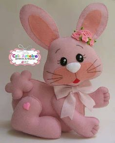 Click picture forward to see free pattern Felt Diy, Felt Crafts, Diy And Crafts, Arts And Crafts, Sewing Stuffed Animals, Stuffed Toys Patterns, Sewing Crafts, Sewing Projects, Diy Ostern