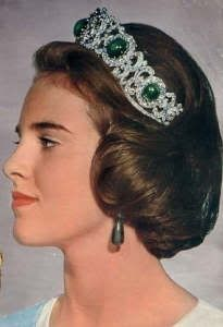 Greek emerald cabochon tiara worn by Queen Anne Marie of Greece, born Princess of Denmark. The tiara can be worn as a necklace. Royal Crown Jewels, Royal Crowns, Royal Tiaras, Royal Jewelry, Tiaras And Crowns, Jewellery, Greek Royal Family, Danish Royal Family, Greek Royalty