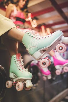 Roller Disco, Rio Roller, Retro Roller Skates, Roller Skate Shoes, Roller Skating, Roller Derby Girls, Rollers, Vetement Fashion, Sport Fitness