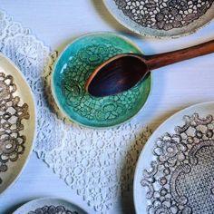 Ceramic plates with lace impression #ceramicart #artdecor #ceramicdesign #inspire #handpainted #lovepottery #pattern #lacepottery #bohostyle #plates #bohemianstyle #makersgonnamake #dessertplates #keramikteller #decore #декоративныетарелки #керамика #керамикаскужевом #ceralonata