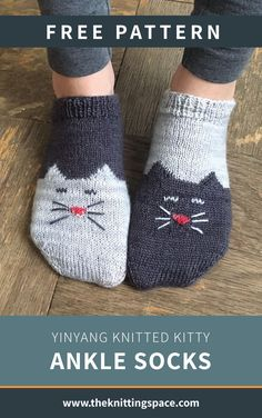 Craft these cute kitty-inspired knitted ankle socks for a cat lover near and dear. This pattern includes a free tutorial on Knitting Using Double Pointed Needles. | Discover over 3,500 free knitting patterns at theknittingspace.com  #knitpatternsfree #handmadegifts #giftideas #DIY #winterknittingpatterns #winterknits #wintercrafts #wintercozy