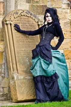 W Women Medieval Dress Renaissance Lace Up Vintage Style Gothic Dress Floor Length Women Cosplay Dresses Retro Gown Goth Beauty, Dark Beauty, Gothic Dress, Gothic Outfits, Dark Fashion, Gothic Fashion, Quirky Fashion, Vintage Fashion, Death Metal