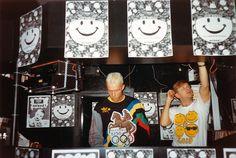 """Jouni """"DJ Jokke"""" Helminen ja Kari """"DJ Kaippa"""" Kaivola toivat acidin ja mannermaisen klubikulttuurin Helsinkiin melko tarkkaan 30 vuotta sitten. Bottan Berlin-klubi on legenda, josta monien mielestä alkoi aivan kaikki."""