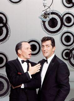 Dean Martin & Frank Sinatra on ''The Dean Martin Show'', 1965 Dean Martin, Martin Show, Hollywood Icons, Vintage Hollywood, Classic Hollywood, Hollywood Stars, Vintage Tv, Hollywood Actor, Hollywood Glamour