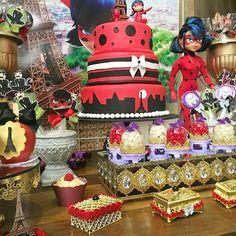 mesa e bolo decorado com o tema as aventuras da Lady bug pela Márcia Colonese e festa realizada no buffet Museu Miniland no Tatuapé