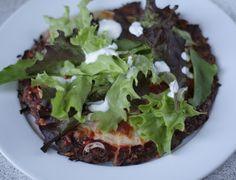 Meatza - 1 gulerod 1 æg 150 g hakket oksekød 1 spsk oregano Fyld (jeg brugte: tomat puré, kyllingskiver, rød peberfrugt, løg og mozzarella på min og pyntede efterfølgende med salat og en hjemmelavet skyrdressing) // MyRecipe pizza morot kyckling tonfisk nötfärs sojafärs: mixade Sojabitar
