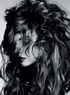 Tousled waves by Sam McKnight, Magdalena Frackowiak for January Vogue Germany. Captured by Ben Hassett, stylist Beth Fenton. / Makeup by Polly Osmond Vogue Germany: Wilde Wellen Hair Day, New Hair, Your Hair, My Hairstyle, Messy Hairstyles, Diy Beauté, Magdalena Frackowiak, Luscious Hair, Vogue