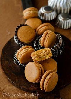 Caramelised White Chocolate Macaron