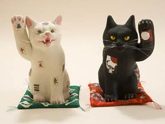 """MANEKI-NEKO"" right hand : dollar cat, left hand : welcome cat"