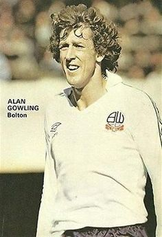 SHOOT Annual Bolton Wanderers ALAN GOWLING Umbro kit football magazine picture