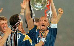 Il 22 maggio 1996 la Juventus alzava la Champions. Video con ampia Sintesi Per chi vuole ricordare l'impresa fatta dai Bianconeri capitanati da Giancluca Vialli e guidata da Marcello Lippi e vuole riavvolgere il nasto per rivedere e rigustarsi la partita vinta 4 a 2 ai rigor #juventus #video #coppa #sintesi #campioni