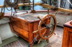 bateaux de bateau des gardiens du bois de construction brown