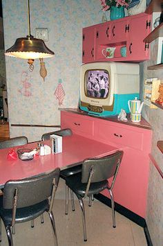 ..... go back to the 50's ... 50's Prime Time Cafe - Photo by Michael Bugg  www.oursunnyvilla.com
