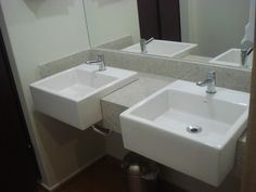 Lavatório em Granito Branco Siena com saia, acabamento 45 graus e torneira Perflex