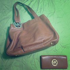 BEAUTIFUL MK BAG  BRAND NEW AUTHENTIC MICHAEL KORS PURSE AND WALLET! Never used, no tags, still smells like fresh leather  Michael Kors Bags