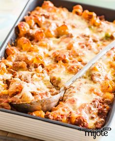 Need a great make-ahead dinner recipe? Our Make-Ahead Bolognese Pasta Bake is a wonderful choice. Not only is it easy to prepare, but it can be frozen until ready to serve. Baked Macaroni Recipe, Baked Pasta Recipes, Cooking Recipes, Bolognese Pasta Bake, Bolognese Recipe, Quick Casseroles, Confort Food, Pasta Casserole, Mets