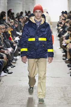 The complete Junya Watanabe Fall 2018 Menswear fashion show now on Vogue Runway. Best Mens Fashion, Trendy Fashion, Fashion Trends, Trendy Style, Fashion Outfits, Winter Outfit For Teen Girls, Korean Fashion Winter, Summer School Outfits, Junya Watanabe