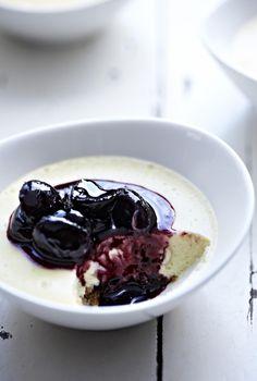 Unser beliebtes Rezept für White Chocolate Cheesecake with Cherries und mehr als 55.000 weitere kostenlose Rezepte auf LECKER.de.