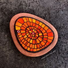 Mosaic Stones, Mosaic Rocks, Mosaic Glass, Mosaic Crafts, Mosaic Art, Mosaic Garden, Garden Art, Mosaic Ideas, Rock Design