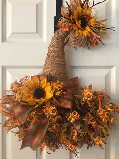 deco mesh wreaths Scarecrow hat door hanger will look beautiful on your front door for the entire fall season. It would also be a beautiful addition to your fall home decor. This wr Fall Mesh Wreaths, Fall Deco Mesh, Diy Fall Wreath, Wreath Crafts, Wreath Ideas, Deco Mesh Crafts, Halloween Mesh Wreaths, Yarn Wreaths, Winter Wreaths
